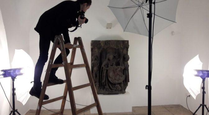 Im Bannkreis des Objekts. Aufnahmen für Photogrammetrie-3D-Modell des Wappenhalters vom Passauer Rathaus im Oberhausmuseum Passau